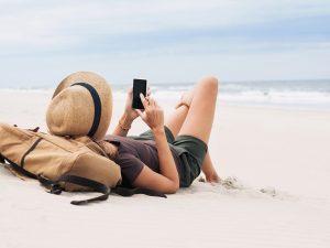Vacances d'été : faut-il arrêter de communiquer ?